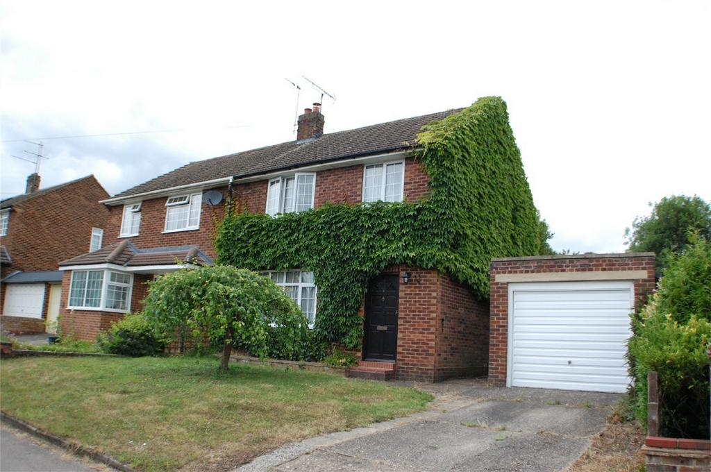 3 Bedrooms Semi Detached House for sale in Dudley Hill Close, Welwyn, Hertfordshire
