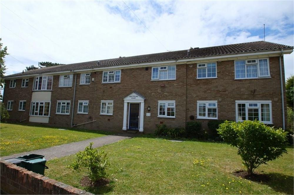 2 Bedrooms Flat for sale in Southcliff Court, Holland Road, CLACTON-ON-SEA, Essex