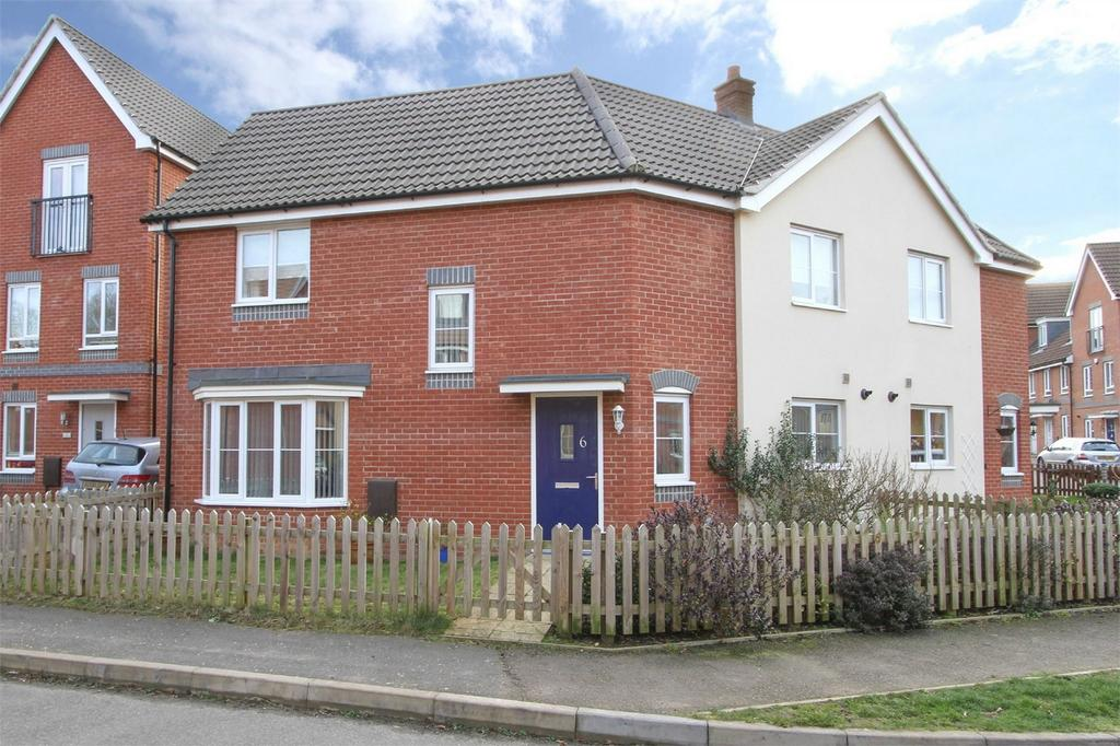 3 Bedrooms Semi Detached House for sale in Redpoll Road, Costessey, Norfolk