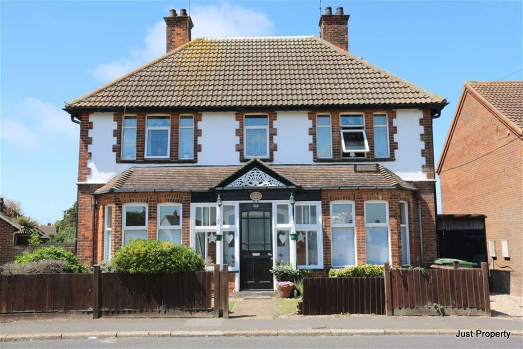 4 Bedrooms Detached House for sale in Skinner Road, Lydd