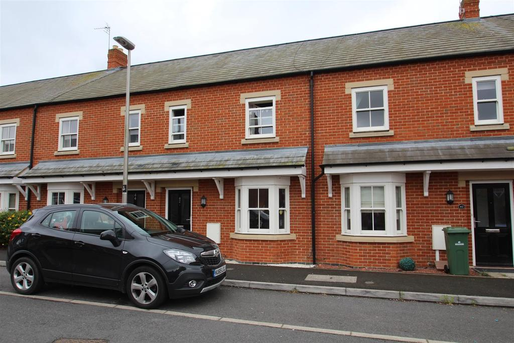 3 Bedrooms Terraced House for sale in Barr Piece, Wolverton, Milton Keynes