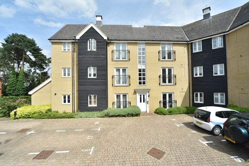 2 Bedrooms Apartment Flat for sale in Tayberry Close, Red Lodge, Bury St. Edmunds
