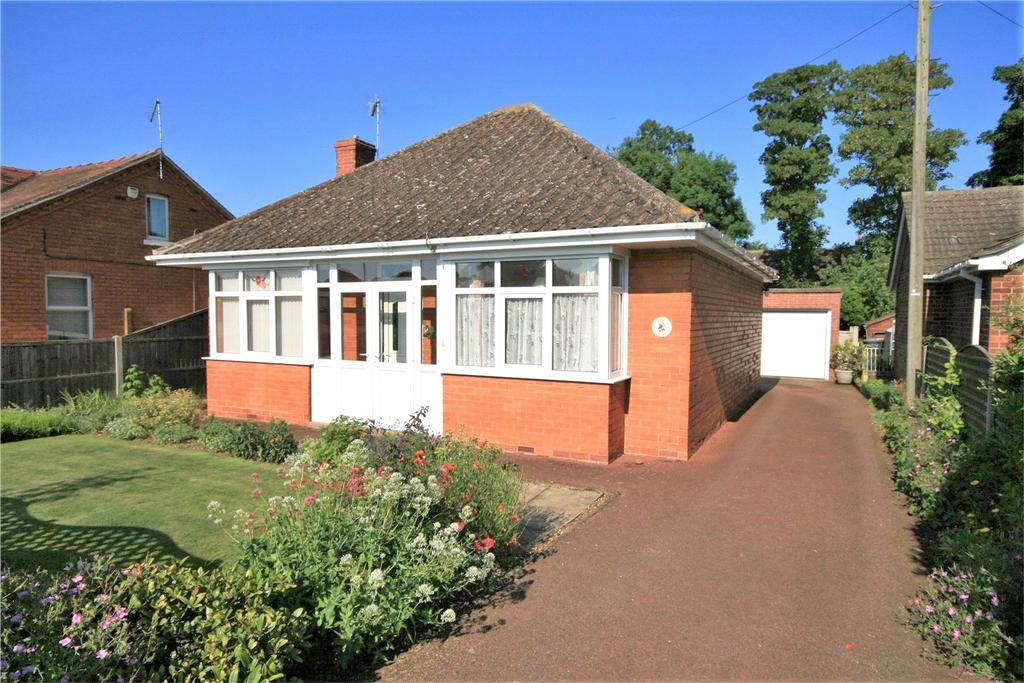 2 Bedrooms Detached Bungalow for sale in Lincoln Road, Ruskington, NG34
