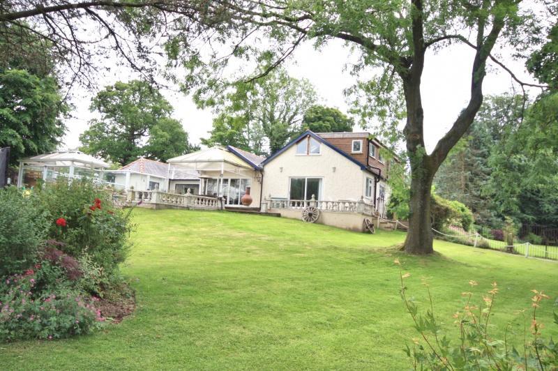 5 Bedrooms Detached House for sale in Brookledge Lane, Adlington, SK10