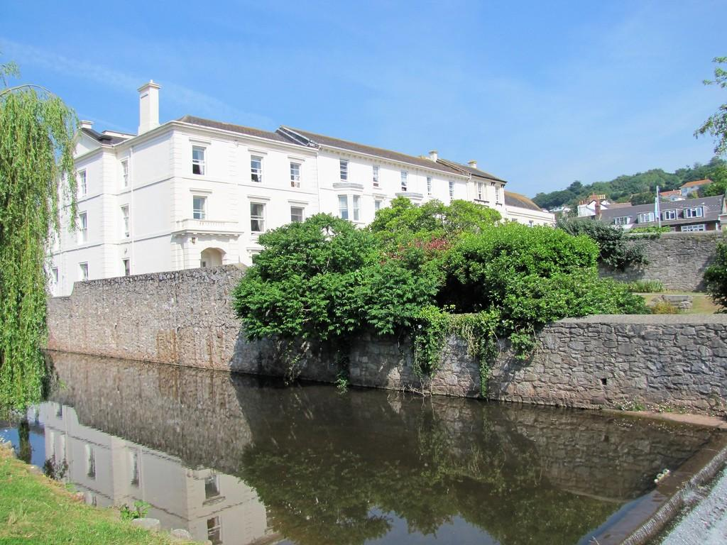 1 Bedroom Apartment Flat for sale in PRICE IS A STARTING PRICE. BEING SOLD BY ONLINE AUCTION Lawn Terrace, Dawlish, EX7 9PY