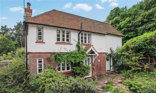 2 Bedrooms Detached House for sale in St Clares Cottage, Hammer Lane, Grayshott