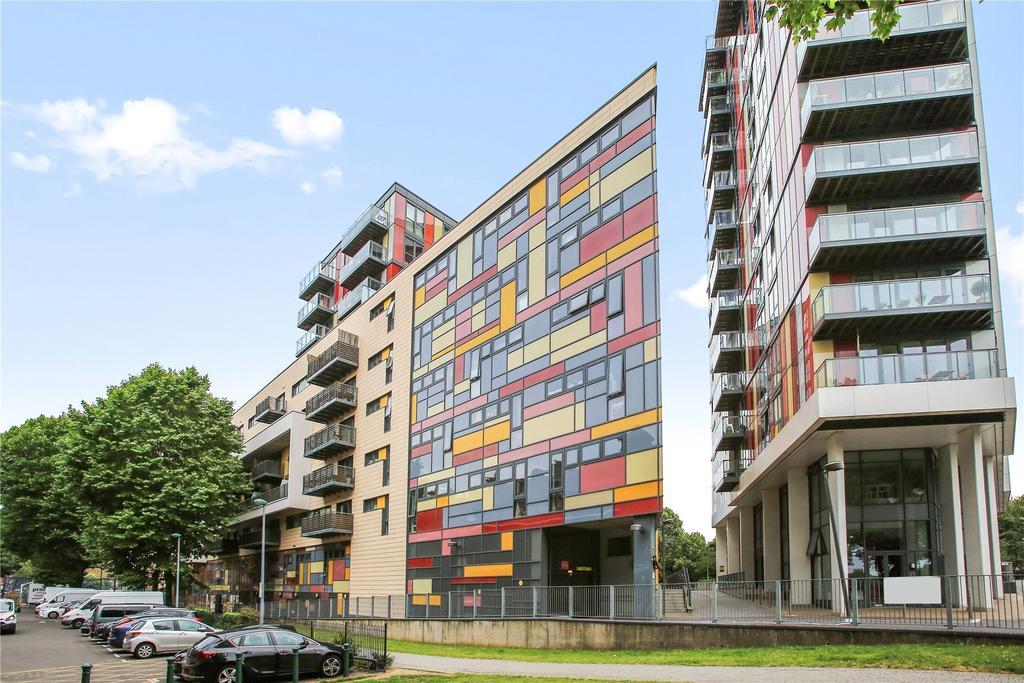3 Bedrooms Flat for sale in Riverwalk Apartments, Homerton Road, London, E9
