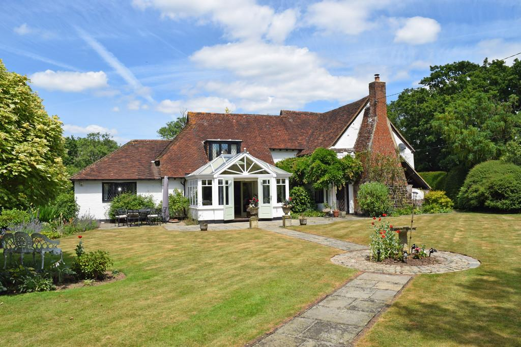 4 Bedrooms Detached House for sale in Knowle Lane, Cranleigh GU6 8JW