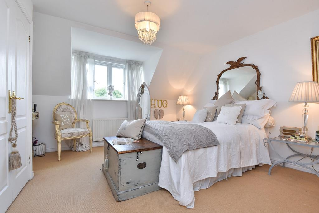 4 Bedrooms Town House for sale in Medway Court, Aylesford