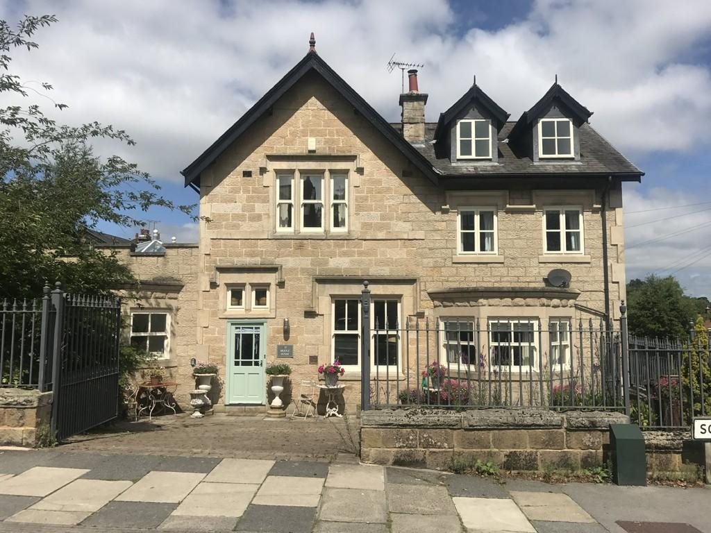 4 Bedrooms Semi Detached House for sale in South Drive, Harrogate