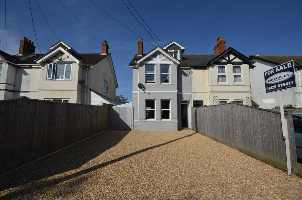 4 Bedrooms Semi Detached House for sale in Gore Road, New Milton