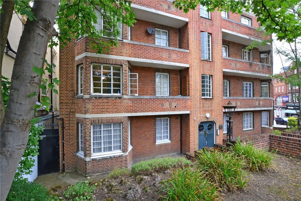 2 Bedrooms Flat for sale in Selwyn Court, Blackheath, London, SE3