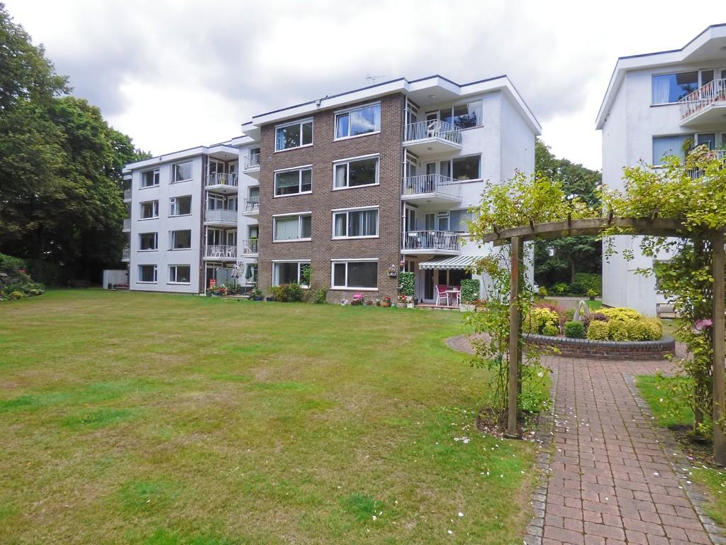 2 Bedrooms Flat for sale in Branksome, Poole