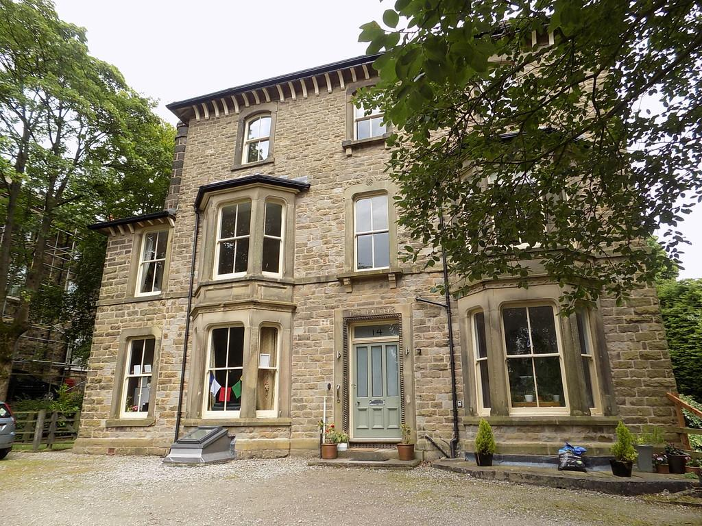 2 Bedrooms Ground Flat for sale in Marlborough Road, Buxton