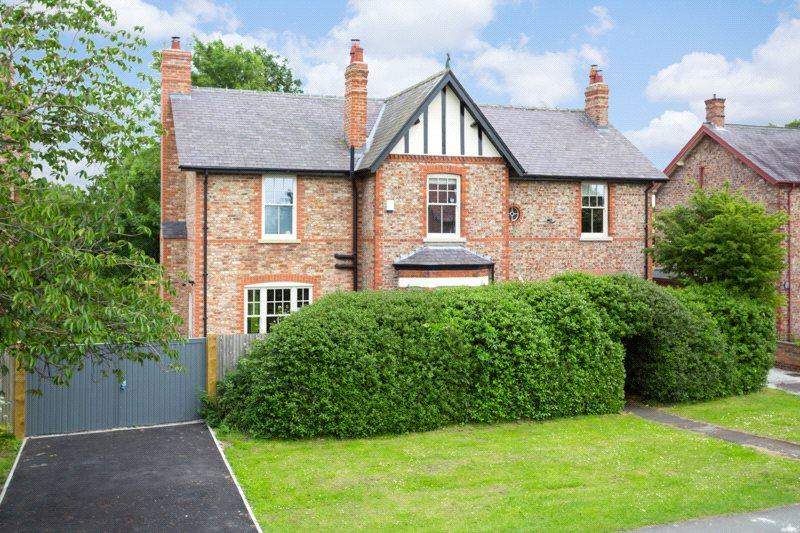 4 Bedrooms Detached House for sale in Station Road, Upper Poppleton, York, North Yorkshire, YO26