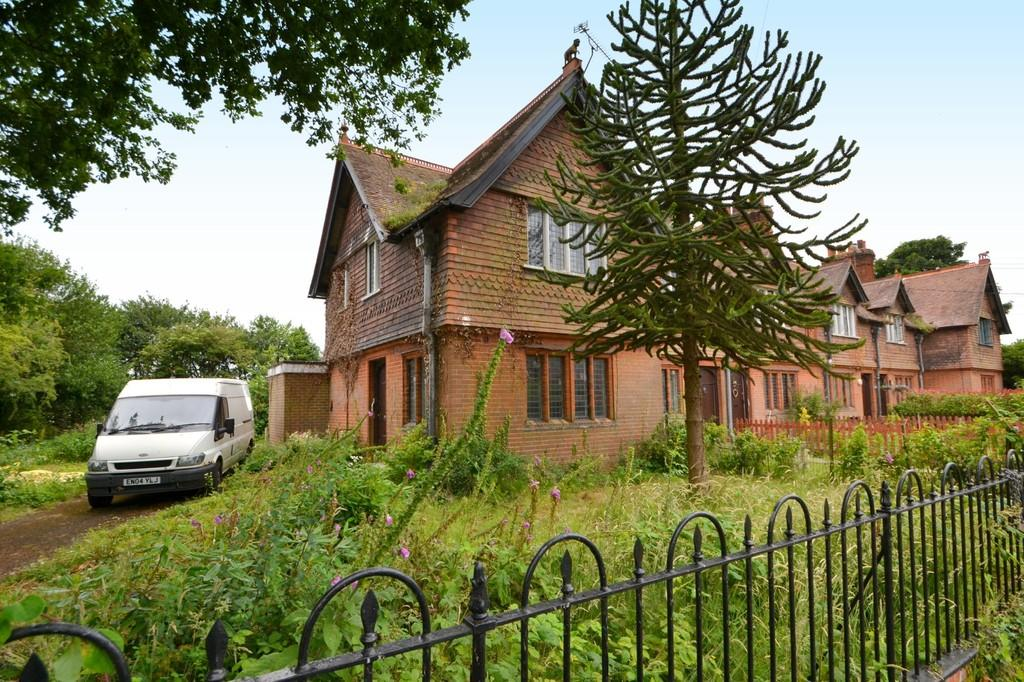 2 Bedrooms End Of Terrace House for sale in Main Road, Woolverstone, Suffolk, IP9 1AR