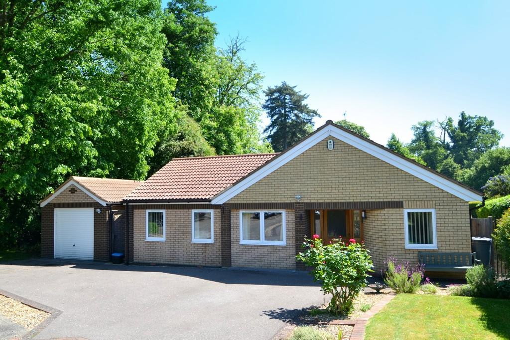 3 Bedrooms Detached Bungalow for sale in Orchard Gate, Ipswich, Suffolk, IP2 0BU