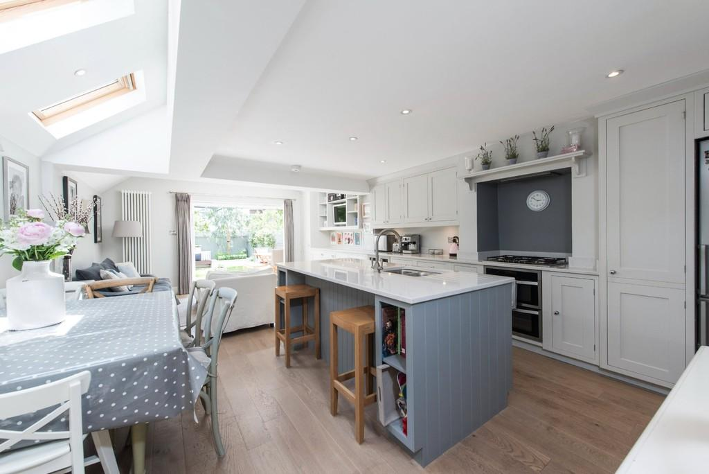 5 Bedrooms Terraced House for sale in Galesbury Road, London