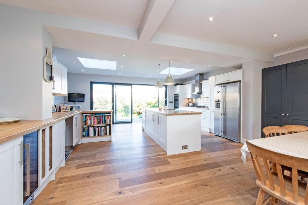 4 Bedrooms Semi Detached House for sale in Collamore Avenue, London