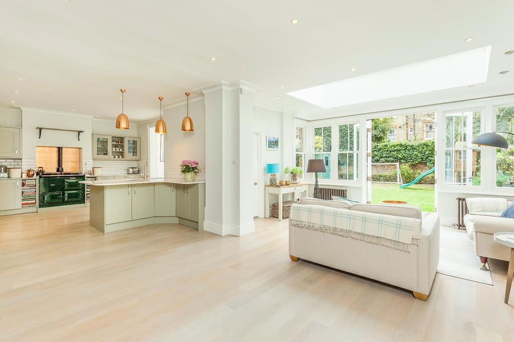 6 Bedrooms Terraced House for sale in Dalebury Road, London