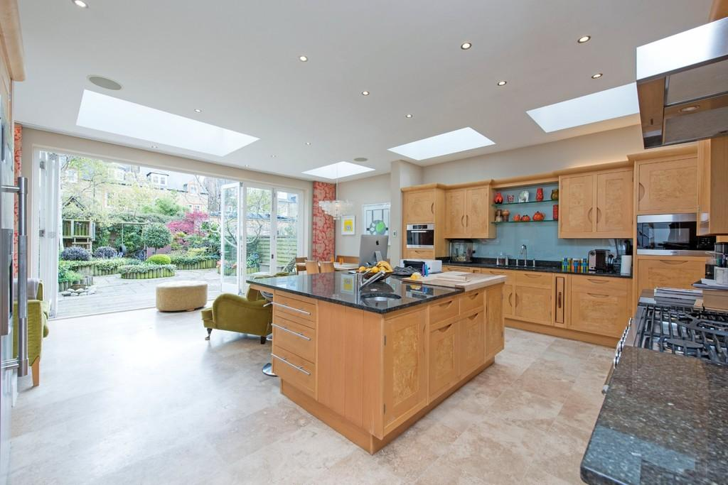 6 Bedrooms Semi Detached House for sale in Henderson Road, London