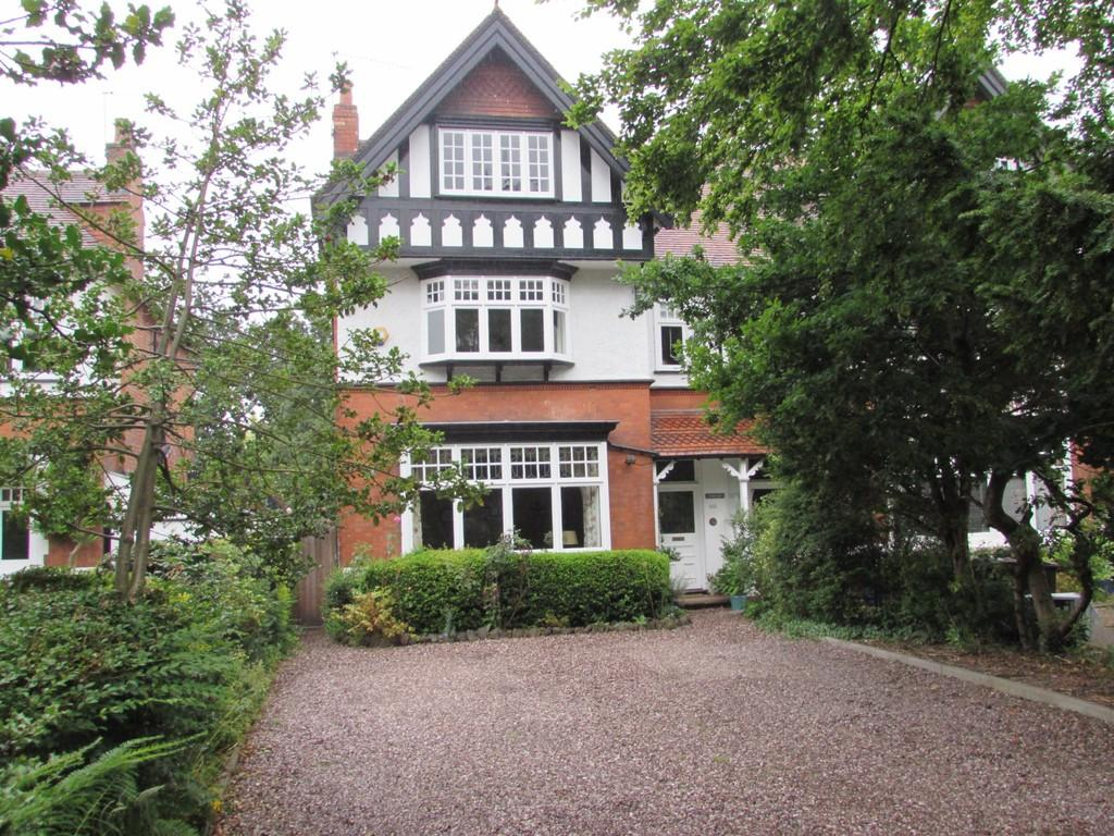 5 Bedrooms Semi Detached House for sale in Kineton Green Road, Solihull