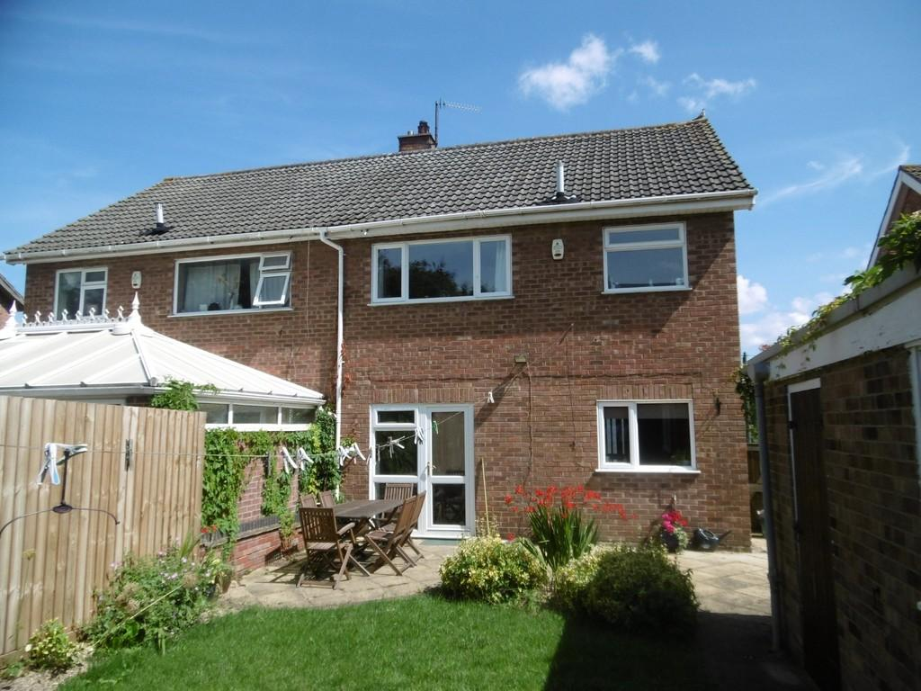 3 Bedrooms Semi Detached House for sale in Lusher Rise , Norwich