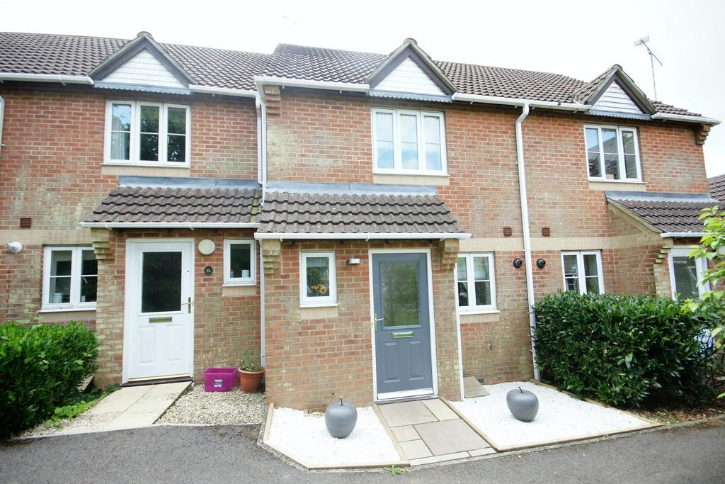 2 Bedrooms Terraced House for sale in Hazel Road, FOUR MARKS, Hampshire
