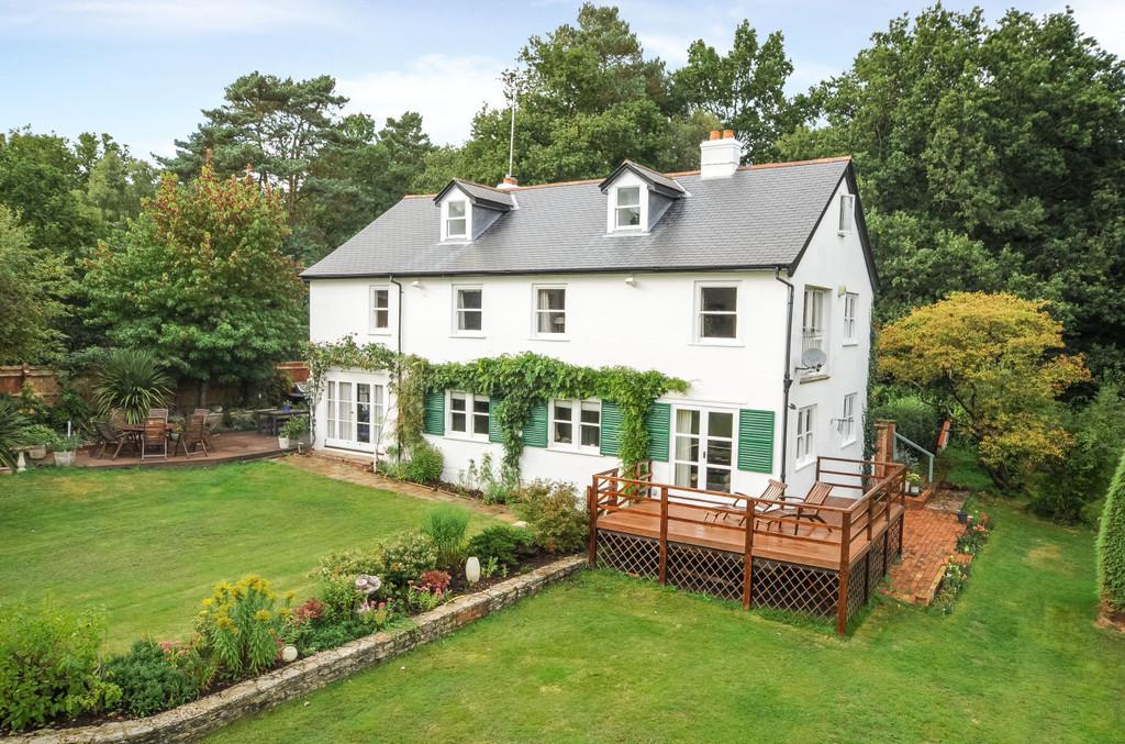 5 Bedrooms Detached House for sale in Tilford Road, Farnham