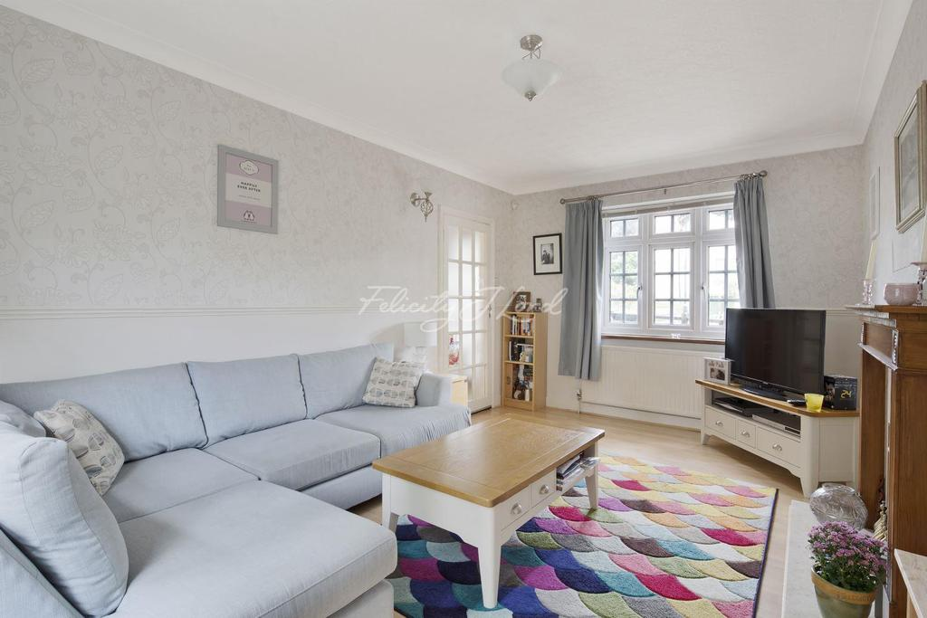 3 Bedrooms Semi Detached House for sale in Martin Bowes Road, Eltham, SE9