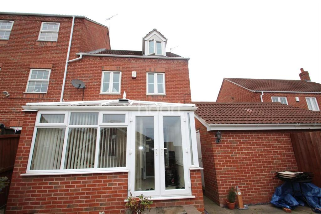 4 Bedrooms Semi Detached House for sale in Crossland Road, Arnold
