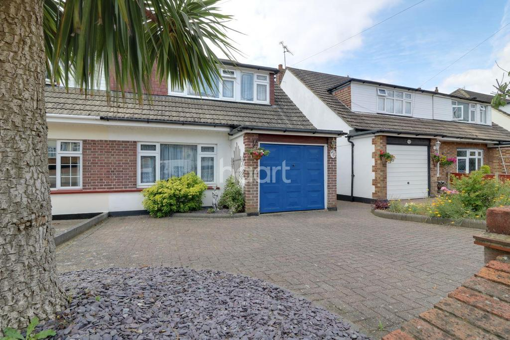 3 Bedrooms Semi Detached House for sale in Springwater Road, Leigh-On-Sea