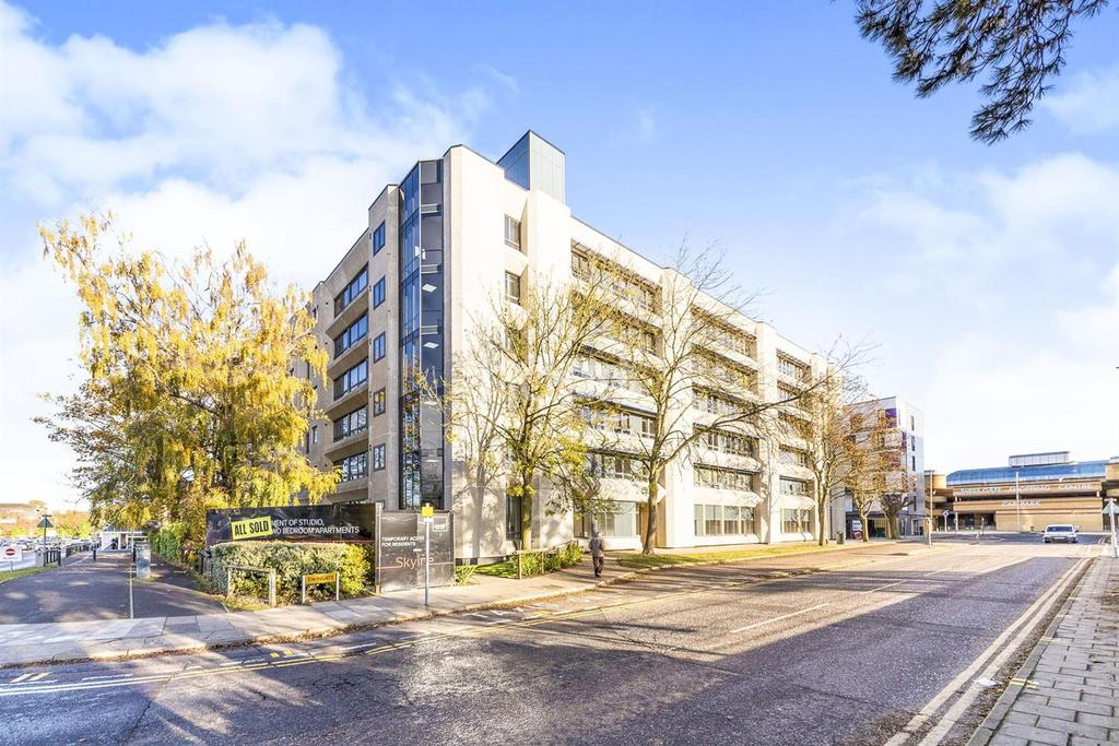 2 Bedrooms Flat for sale in Skyline, Swingate, Stevenage