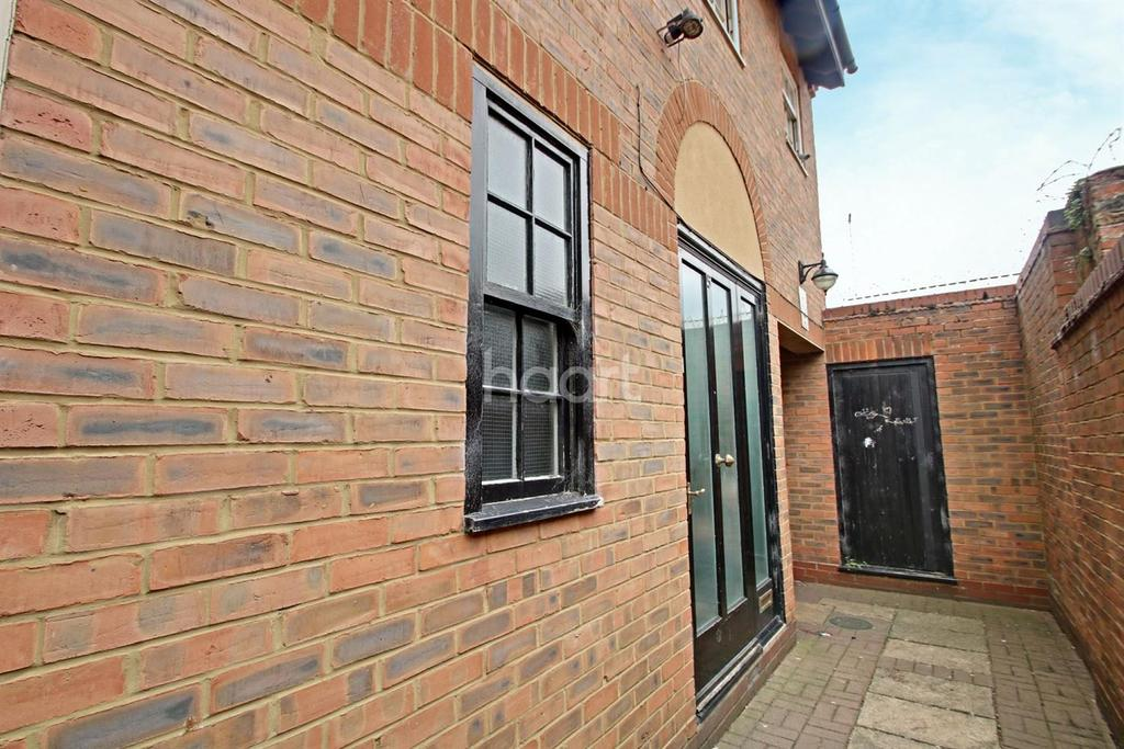 2 Bedrooms End Of Terrace House for sale in The Mews,