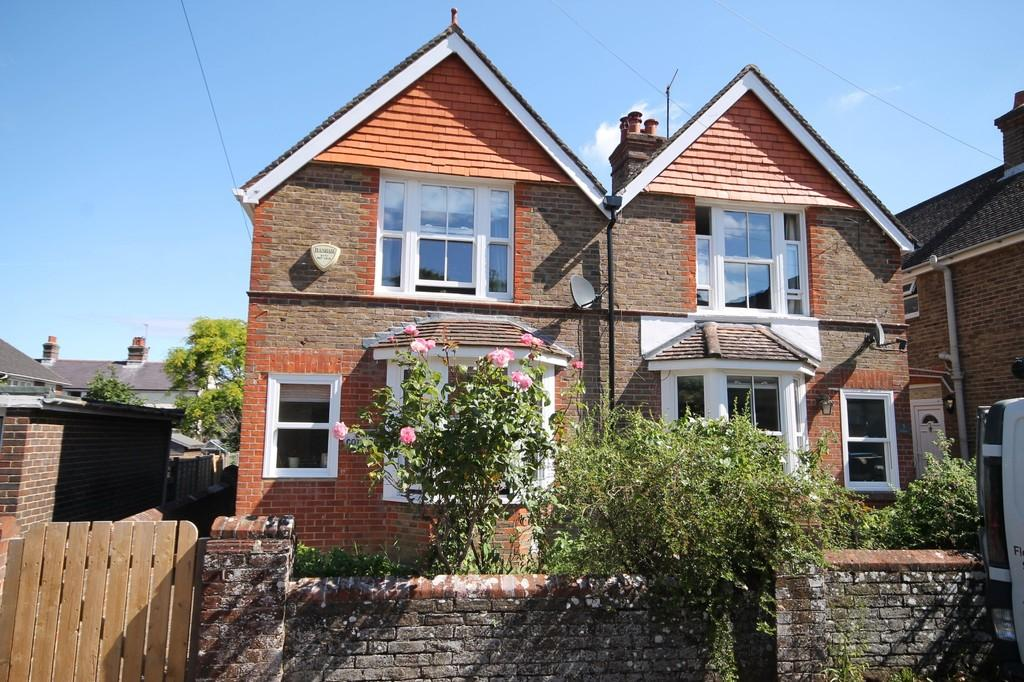3 Bedrooms Semi Detached House for sale in Southview Road, Findon Village, West Sussex BN14 0UA