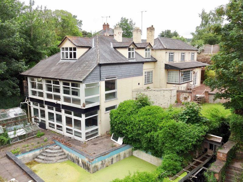 7 Bedrooms Detached House for sale in Hartlebury Village, Worcestershire DY11 7YE