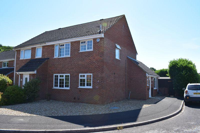 3 Bedrooms Semi Detached House for sale in Cedric Close, Southampton