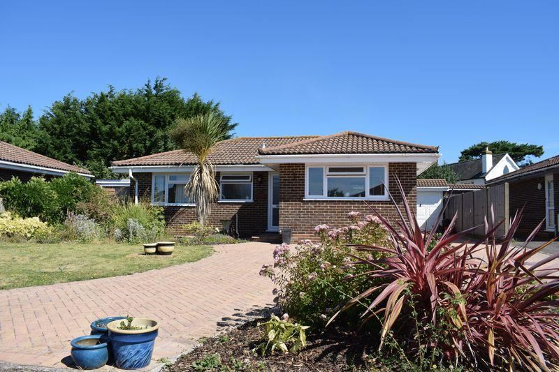 3 Bedrooms Bungalow for sale in Clare Gardens, Southampton