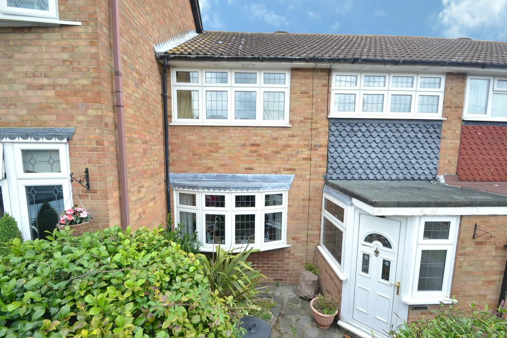 3 Bedrooms Terraced House for sale in Navarre Gardens, Collier Row
