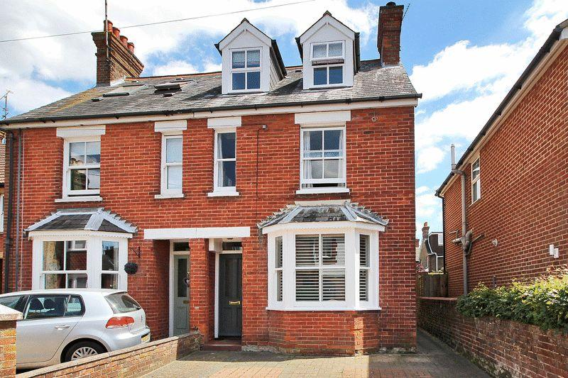 3 Bedrooms Semi Detached House for sale in Trafalgar Road, Horsham