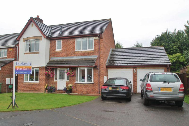 4 Bedrooms Detached House for sale in Constable Grove, Billingham