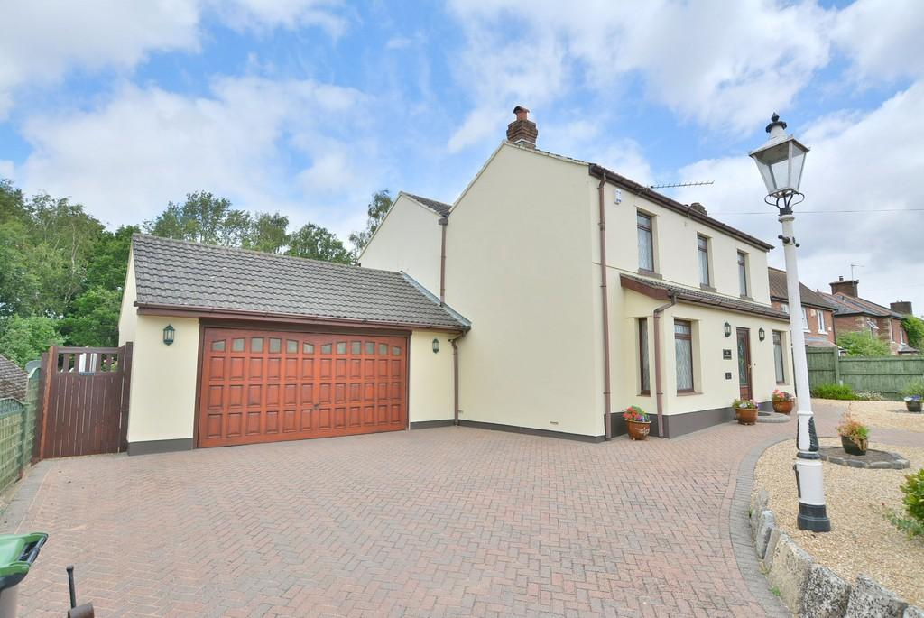 4 Bedrooms Detached House for sale in Wimborne Road West, WIMBORNE