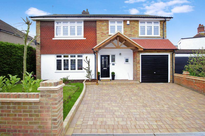 4 Bedrooms Detached House for sale in Foots Cray Lane, Sidcup