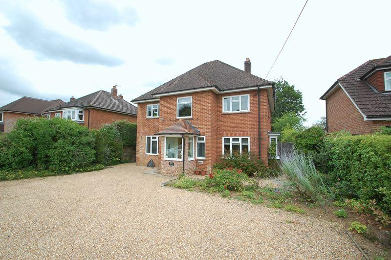 4 Bedrooms Detached House for sale in Pulens Lane, PETERSFIELD, Hampshire, GU31