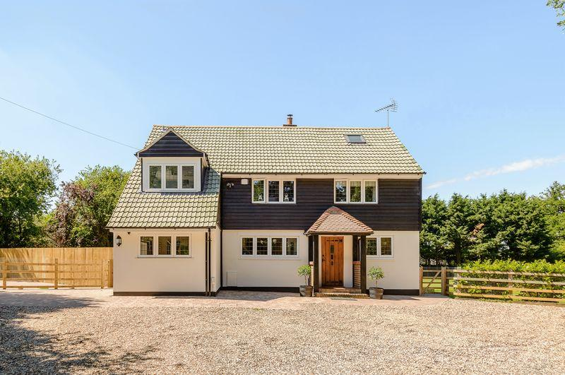 5 Bedrooms Detached House for sale in Latton Common, Harlow, Essex CM17 9NJ