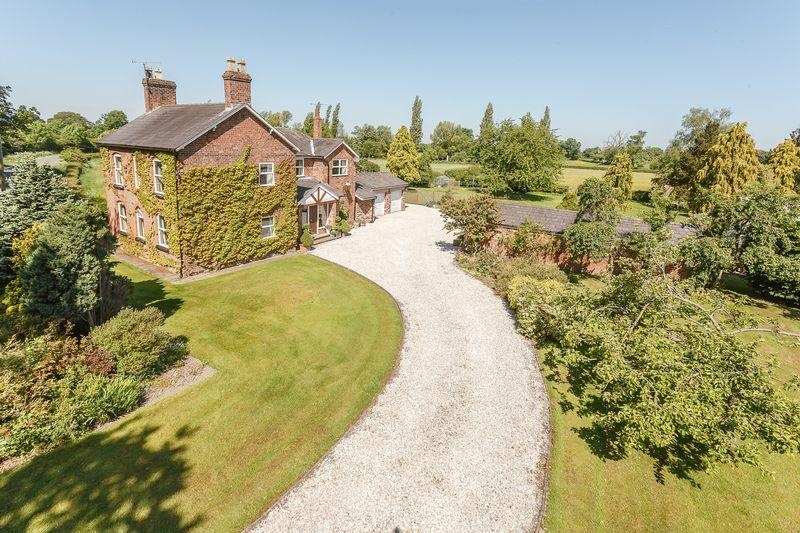 5 Bedrooms Detached House for sale in Oscroft, Cheshire
