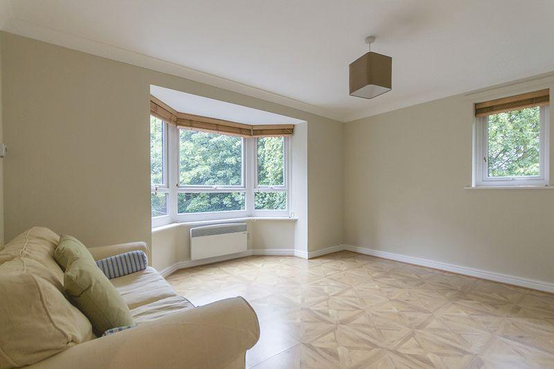 2 Bedrooms Apartment Flat for sale in Bamburgh Court, Cloister Garth, Gosforth