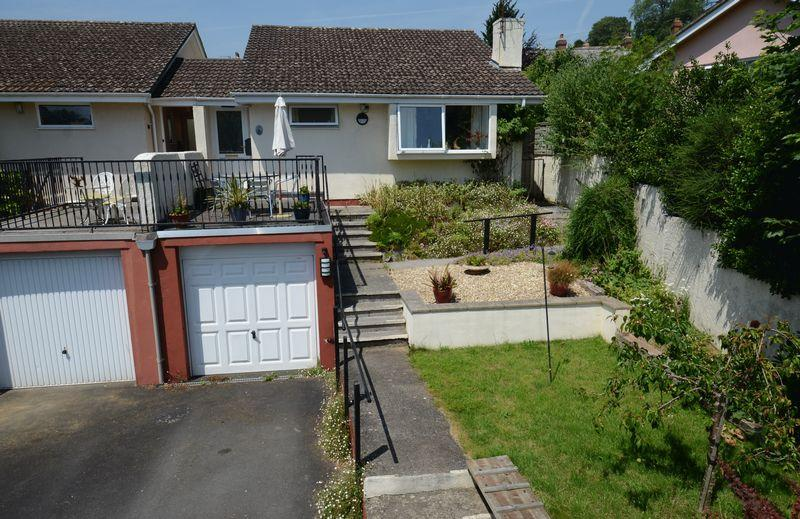 2 Bedrooms Semi Detached Bungalow for sale in Kings Orchard, Totnes