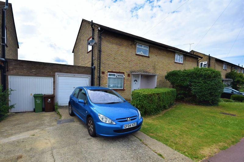 2 Bedrooms Semi Detached House for sale in Frizlands Lane, Dagenham