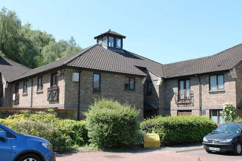 1 Bedroom Apartment Flat for sale in NORTH HOLMWOOD